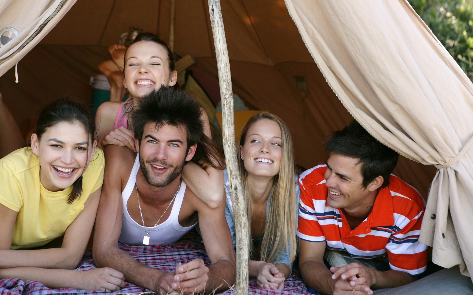 Студенты в палатке 2 фотография