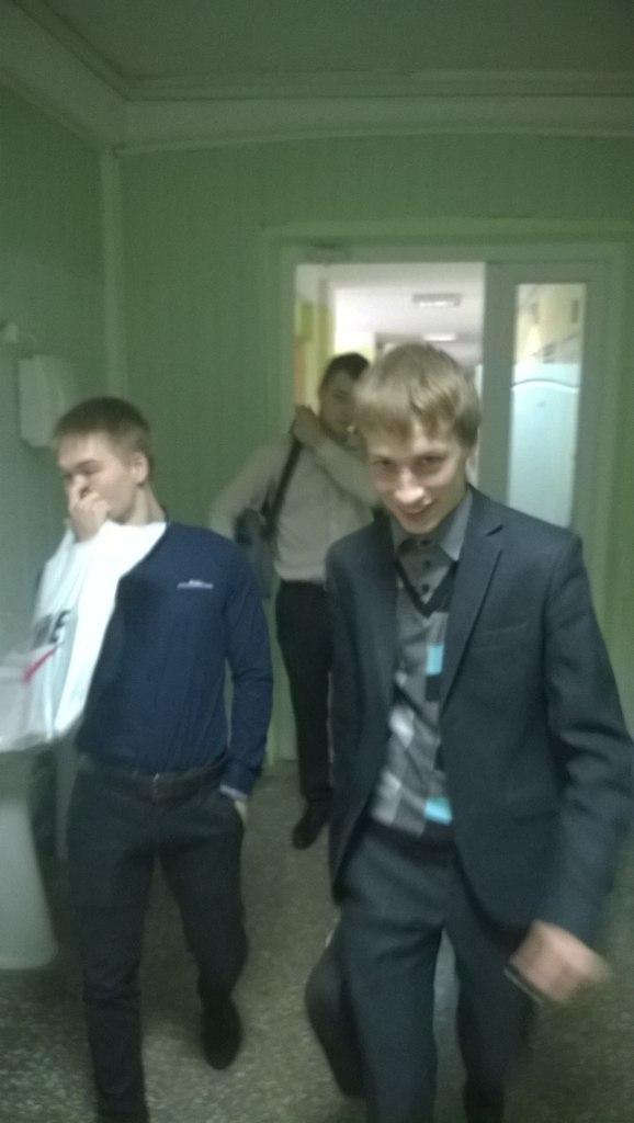 gruppovoy-seks-ih-mnogo-ona-odna