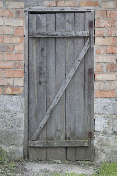 входная дверь в сарай